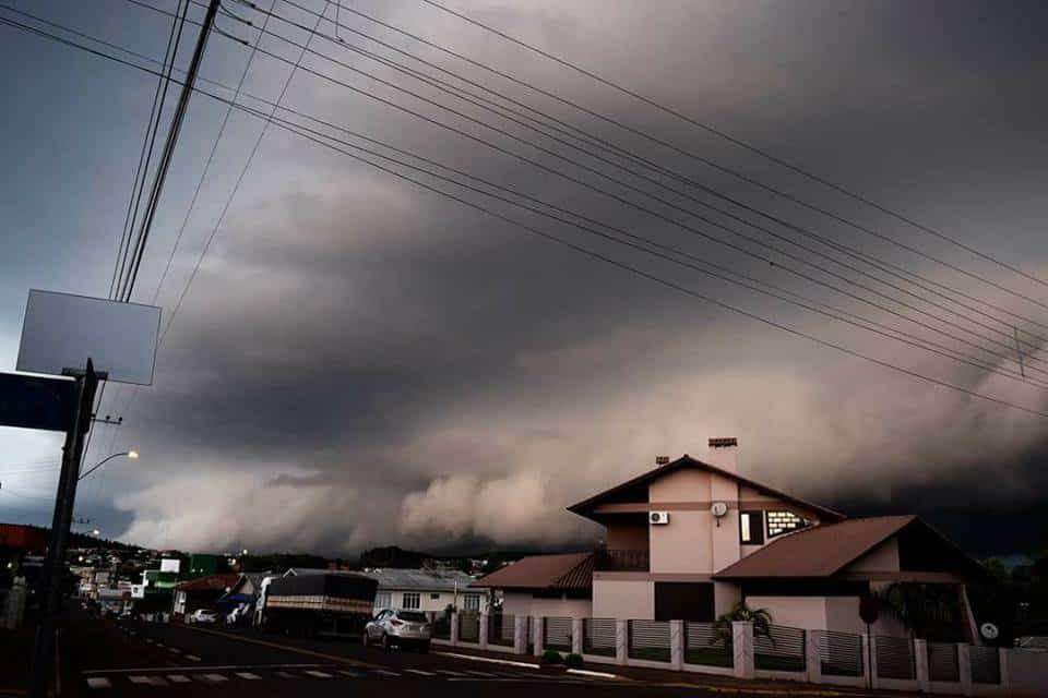 Shelf Cloud that advanced through the city of serra Alta, West of Santa Catarina, Brazil, late last year! Bringing much wind, lightning and small hail.