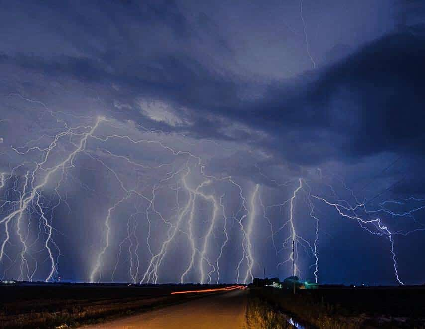 An Insane lightning display that occurred in Andale, Kansas!!