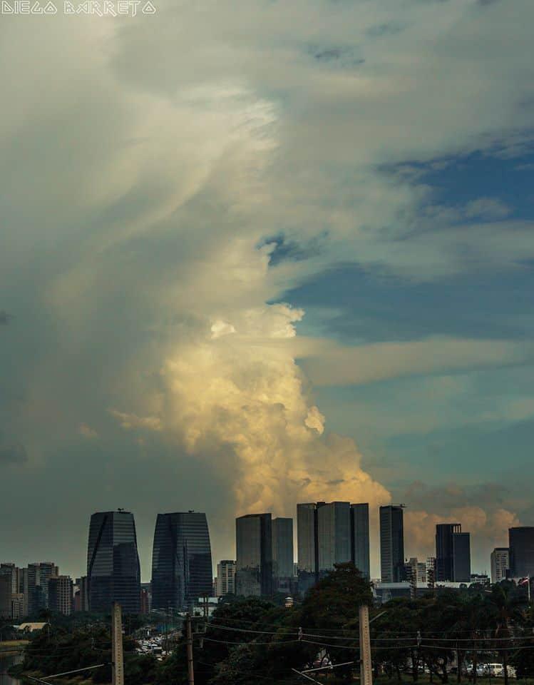 TCU (Towering Cumulus - Cumulus Congestus) over Sao Paulo. 01/18/2018.