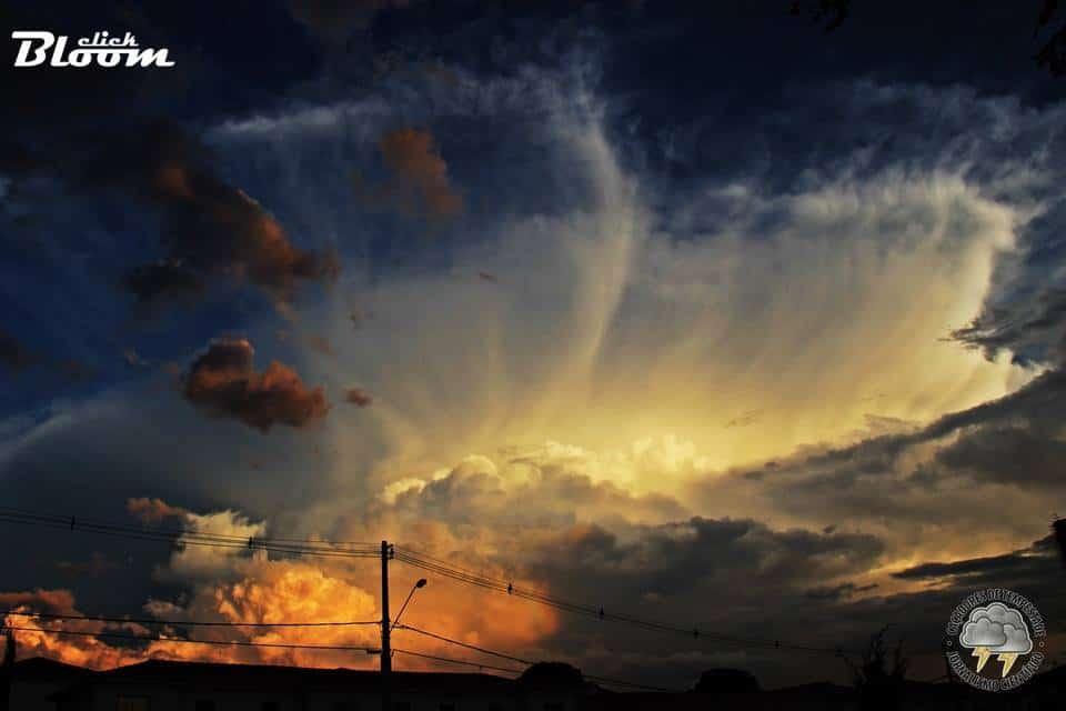 Boa noite moçada, na terra da garoa (SP) Brazil, também tem tempestade daquelas!