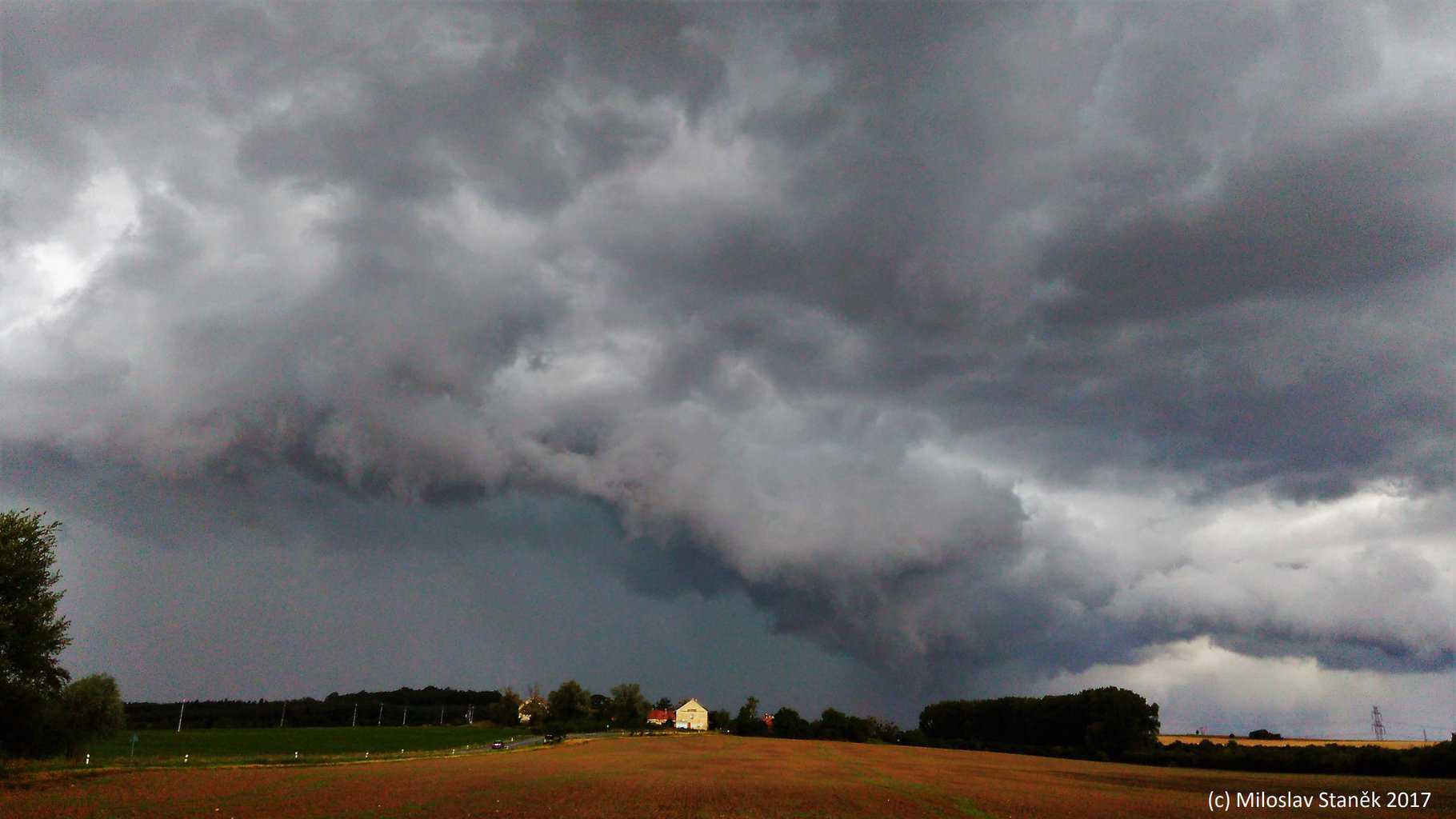 Possibly Low-Topped supercell, South Moravia, Czech Republic