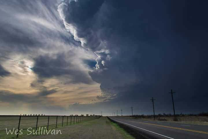 Supercell along Hwy 82 just east of Henrietta Tx, March 25