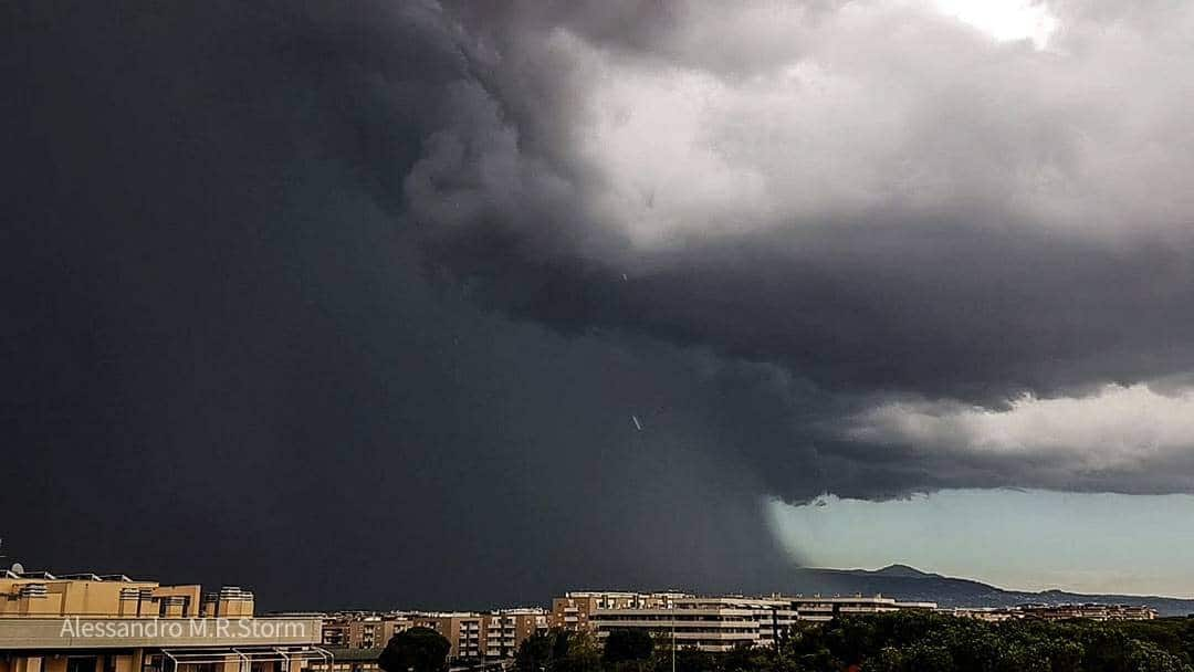 Microburst east of Rome 26 July 2017