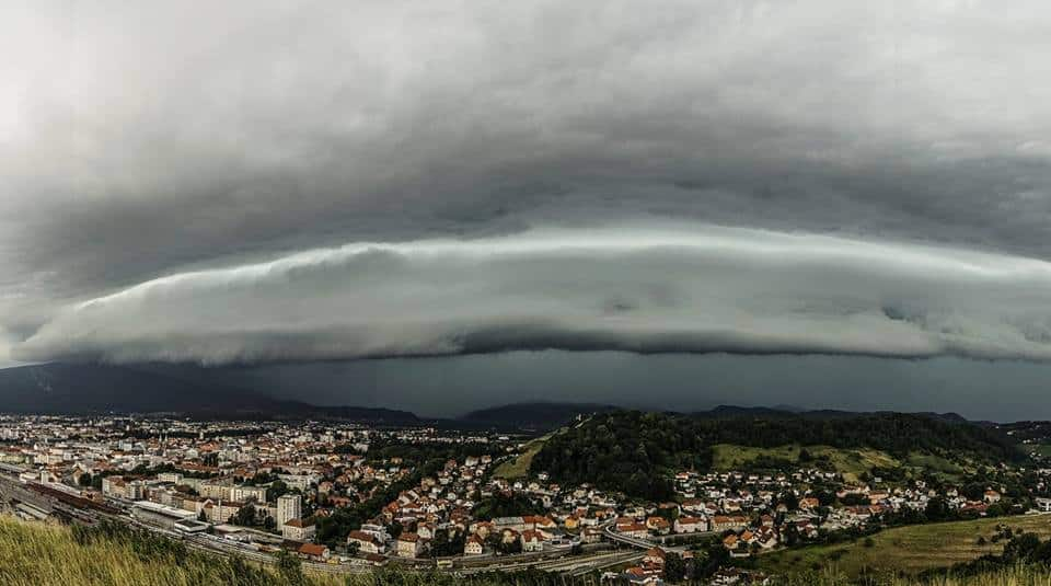 A well defined shelf cloud over Maribor, Slovenia, june 2017.