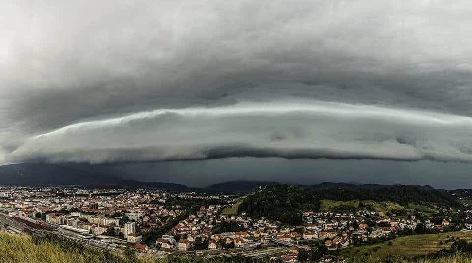 A well defined shelf cloud over Maribor, Slovenia, june 2017.