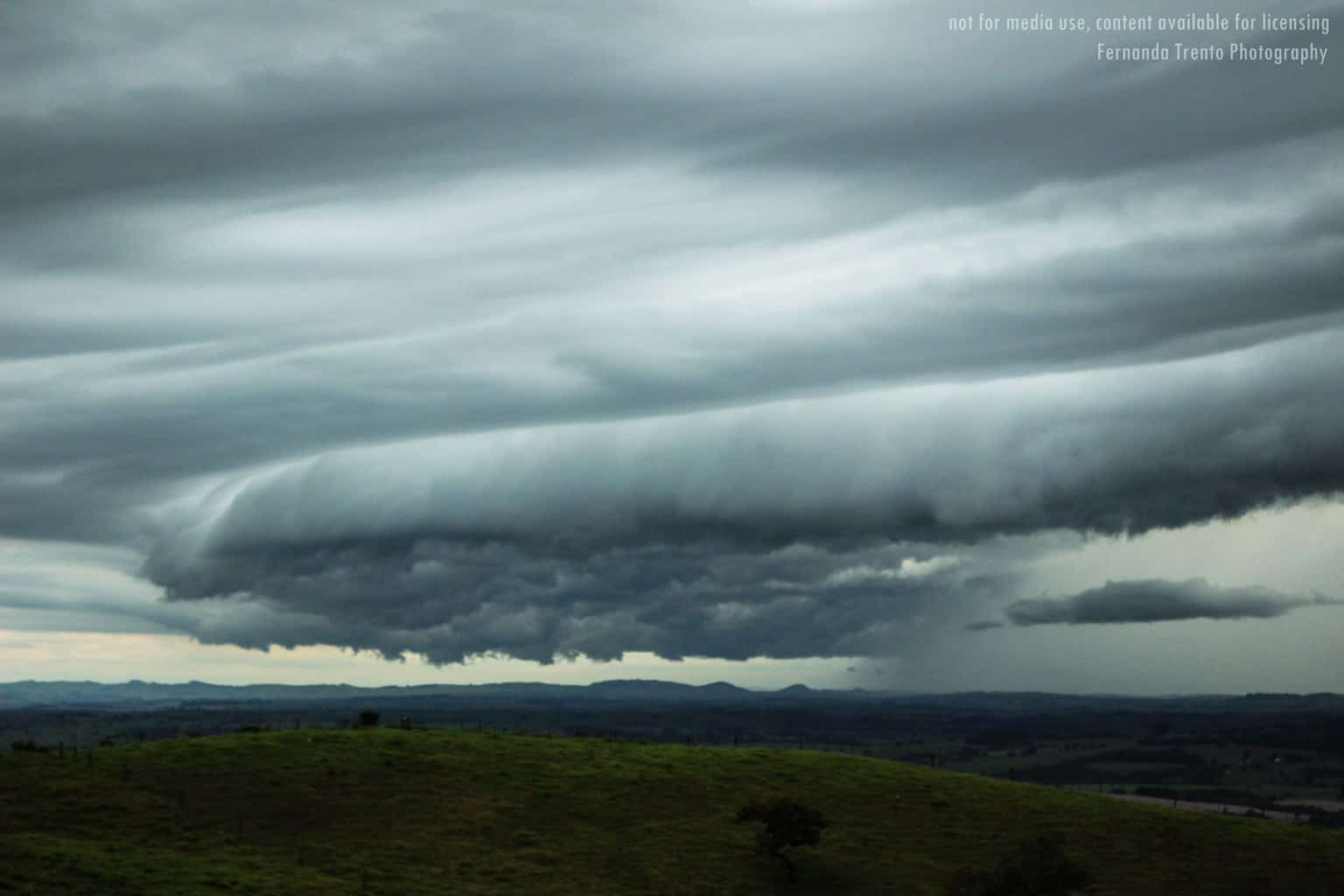 A rising cloud motion often can be seen in the leading part of the shelf cloud, while the underside often appears turbulent. Sunday, April 1, 2018. Santo Antônio da Platina, Paraná- Brazil.