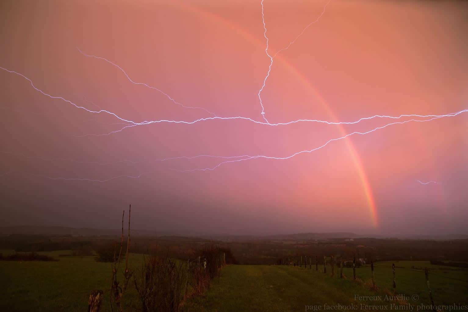 Sometimes after the passage of storms we like to observe them in the outflow, the lights are quite spectacular especially when the electrical activity is still present in the company of a beautiful rainbow in a sky of fire. east of France 04.04.2018
