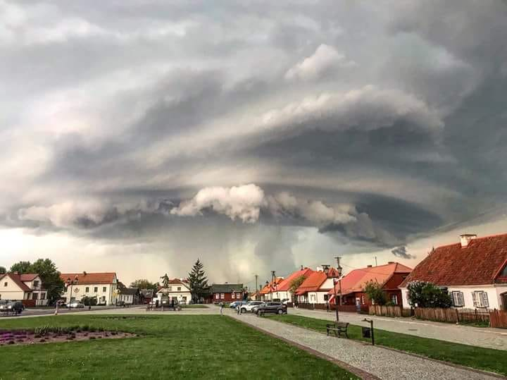 Pearl of yesterday.  An excellent shot of yesterday's supercell storm, passing in the Tykocin area in the Podlasie voivodship!!! Poland.  1/05/2018