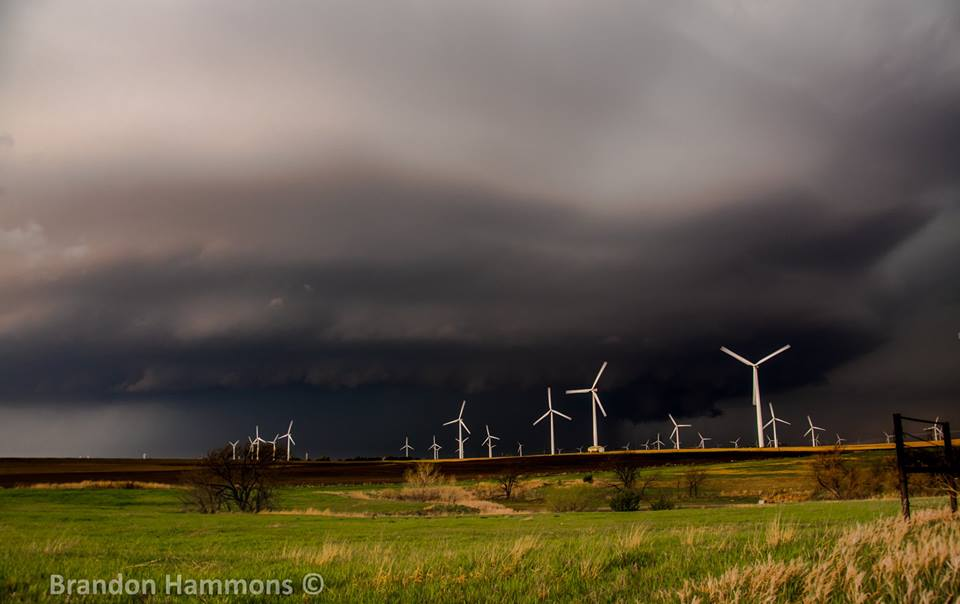 It's about to get windy!! Supercell storm approaching a windmill farm near Ellsworth, KS (5/1/18)