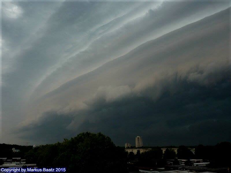 Shelfcloud before heavy Thunderstorm over Wolfsburg (Germany) in 2015