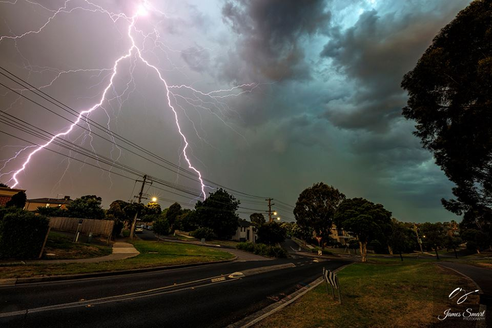 Back during summer here in Melbourne, Australia. Scored a nice lightning strike that looks like a upside down flux capacitor