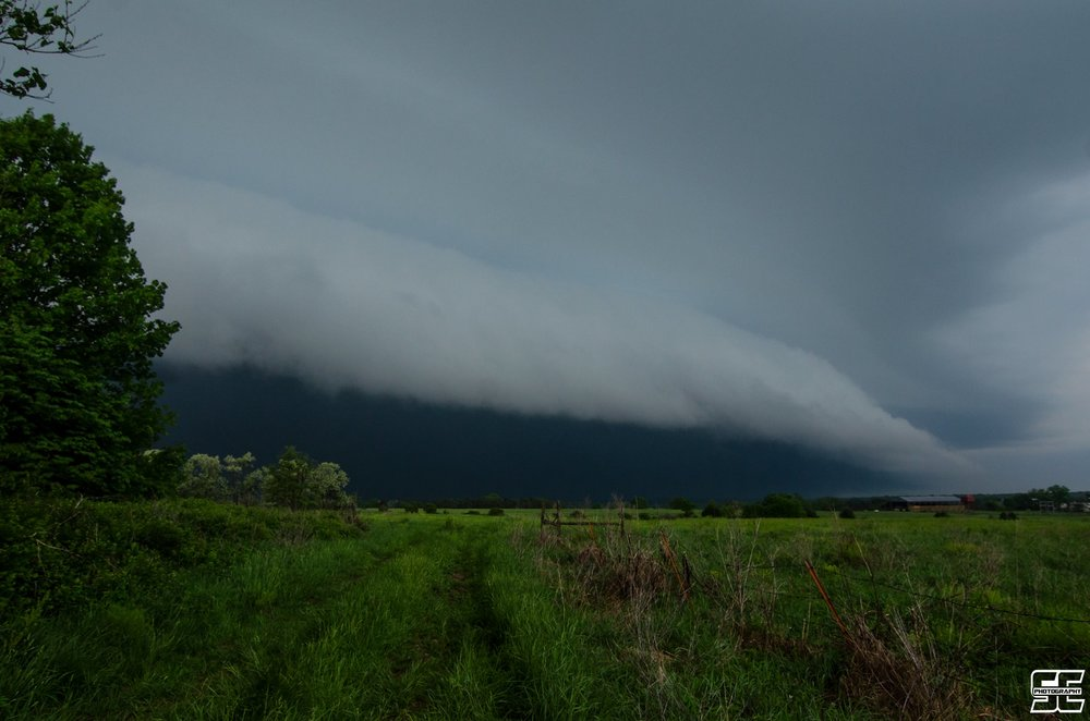 WOW, insane shelf cloud earlier this evening near Stover, MO!