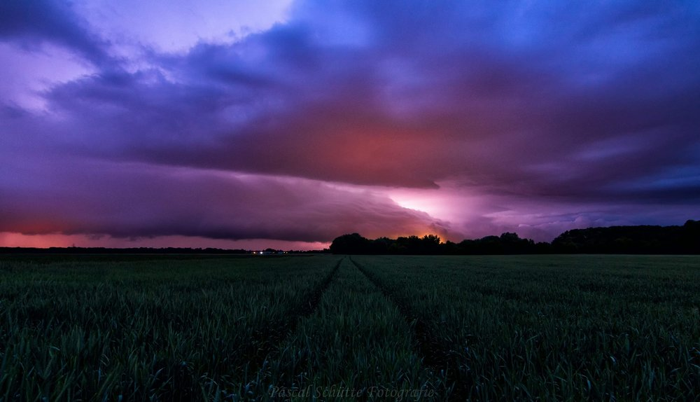 Shelfcloud in South Germany 13.5.2018 💪with today, 3 days of chasing, yes, I love my life