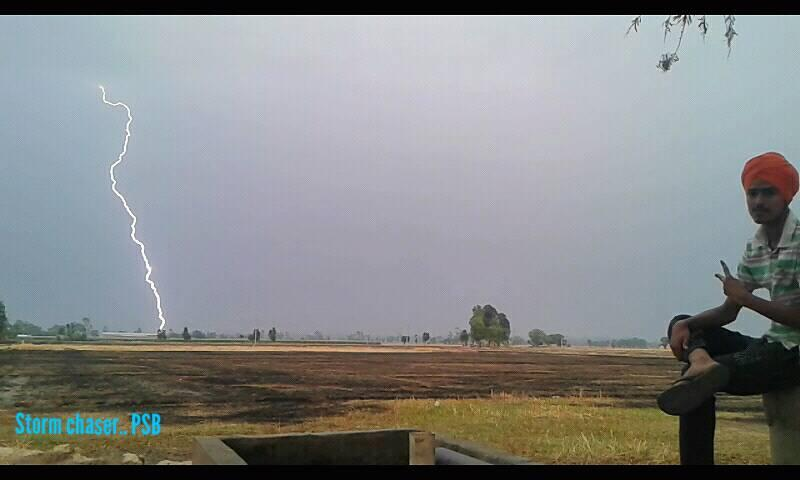 Many many strikes i Record last eve.. and today's.. eve.. a few Minutes ago... in  #Punjab ☺⚡ Sorry fr bad quality.. via.. Phone