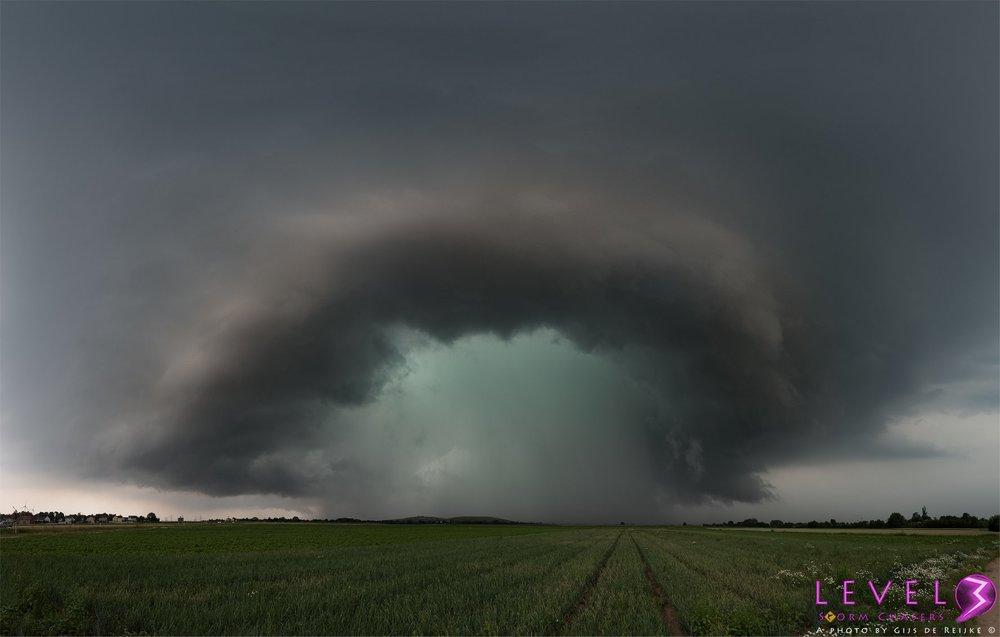 A closer view of the green RFD under the supercell of June 11th, near Frankenthal, Germany. > https://www.instagram.com/gijs.de.reijke/ > Level 3 Storm Chasers > https://500px.com/gijsdereijke