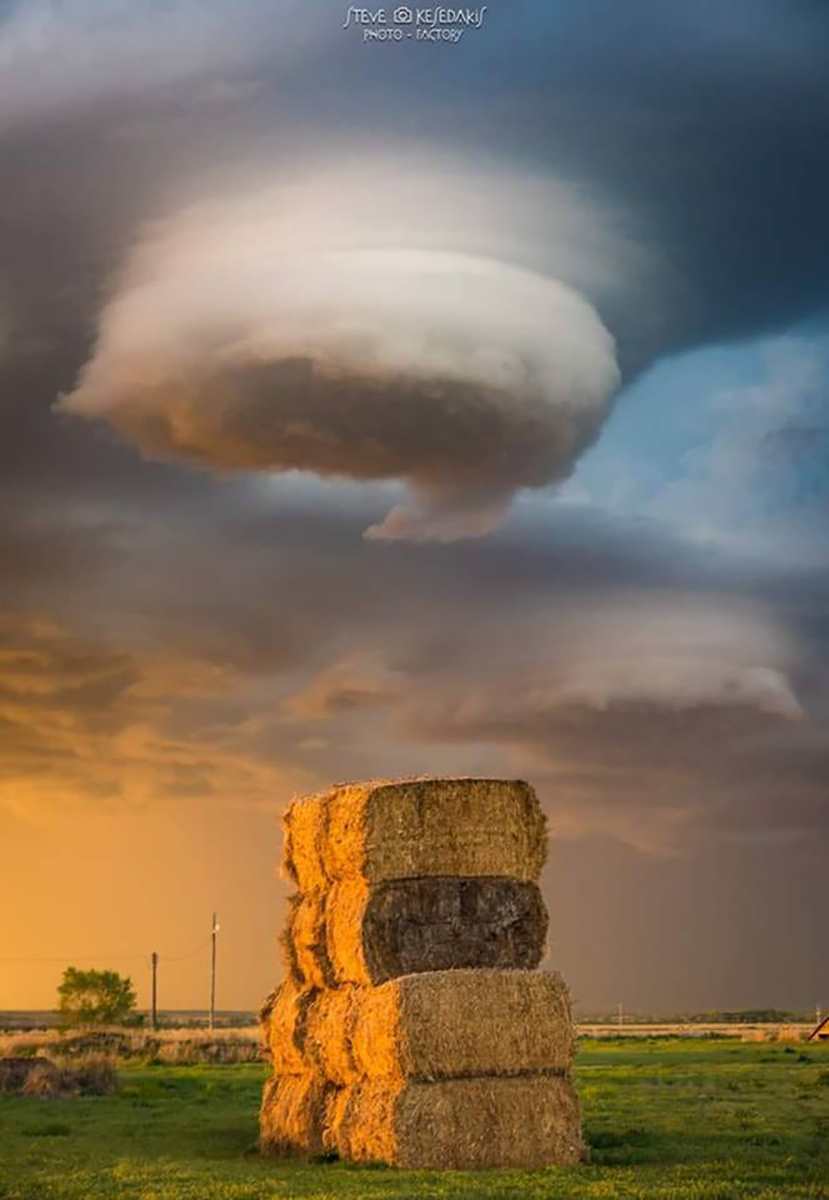 """""""Pancakes anyone?"""" Amazing lenticular shape clouds under a supercell in Crook Colorado on May 2018"""