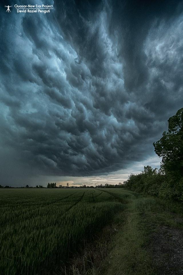 Angry Sky Polesine, Italy  www.facebook.com/devid.penguti