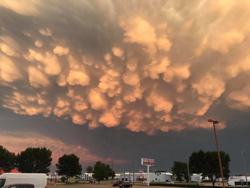 A stunning display of Mamattus over Burlington, Iowa a short time ago.