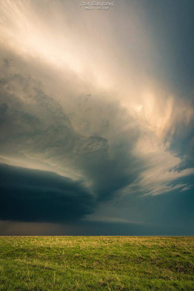 supercell at dusk in Kansas right after the Geuda Springs tornado on May 14th