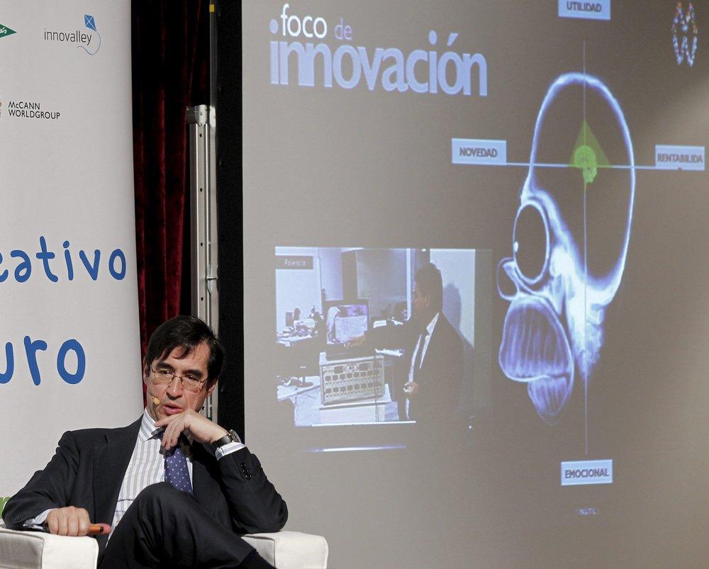 El investigador en neurología y aprendizaje Mario Alonso Puig durante una ponencia. Foto: Jesús Diges