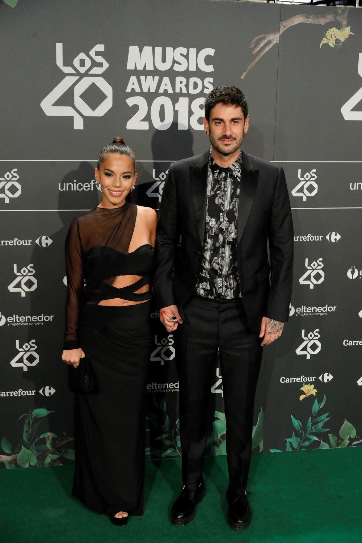 El cantante Melendi y su pareja, la actriz argentina Julia Nakamatsu. EFE/ Juanjo Martín