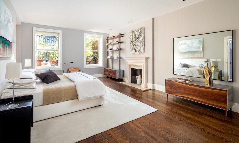 Clean-lines-sunlight-make-large-bedroom-look-even-more.jpg