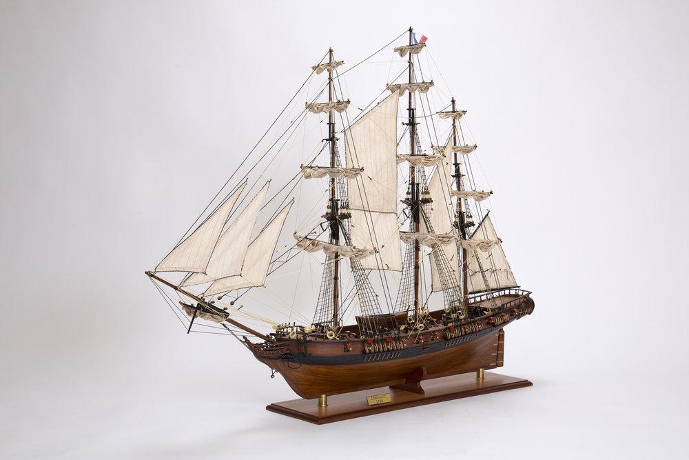 Elegant Handmade - Historic Ship Models