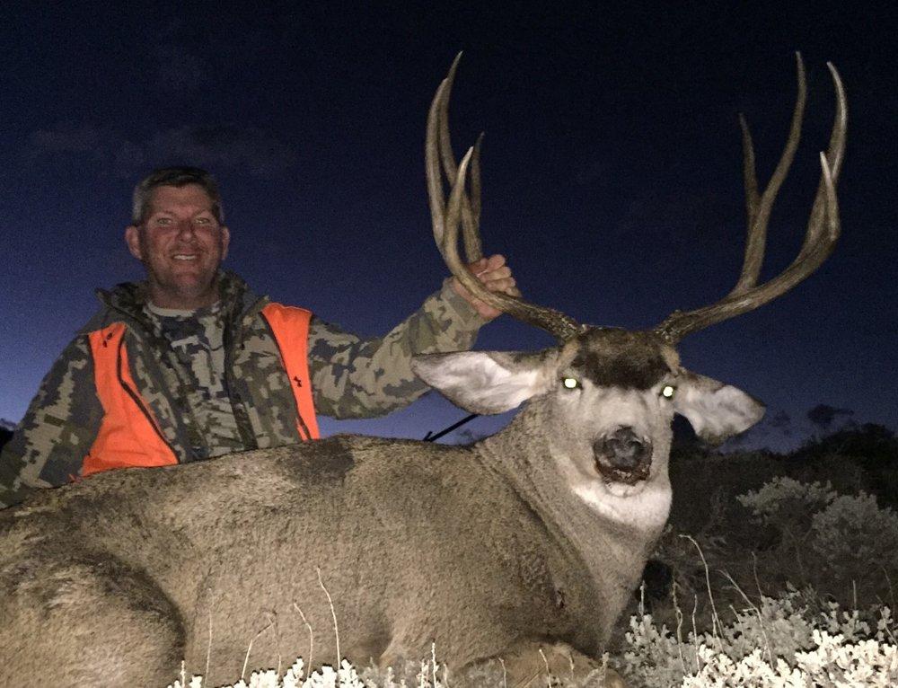 Dale T with his Colorado mule deer buck.jpg