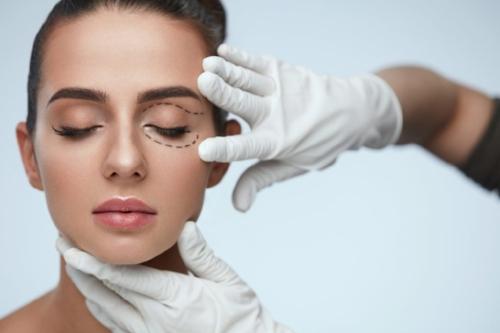 eyelid-surgery-recovery-1024x682.jpeg