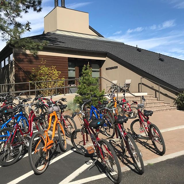 How groups get to meetings in the Pacific Northwest. 🚲 fresh air = fresh thinking . . . . . #brookswood #lodge #pacificnorthwest #pnw #corporateretreat #greatideashappenhere #inspiration