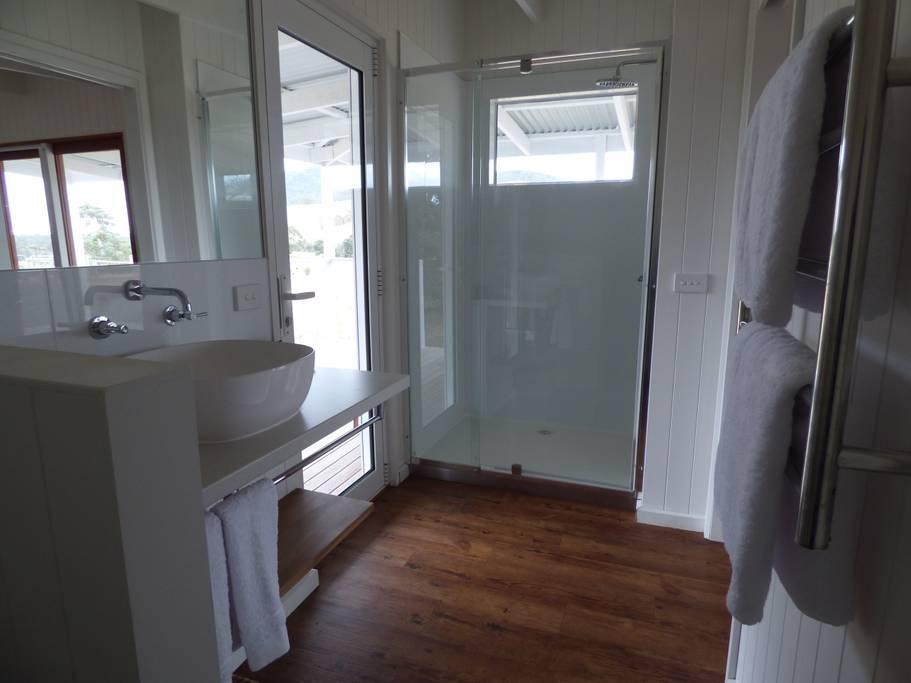 GG Bathroom.jpg