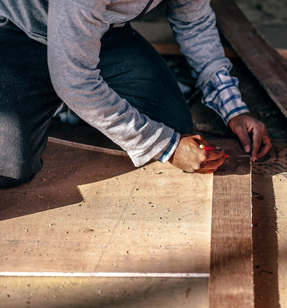 adult-blur-carpenter-345135.jpg