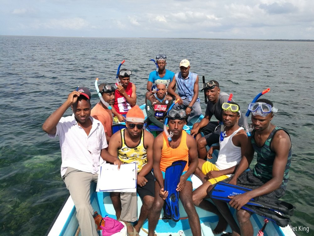 Kiunga coral reef monitoring team