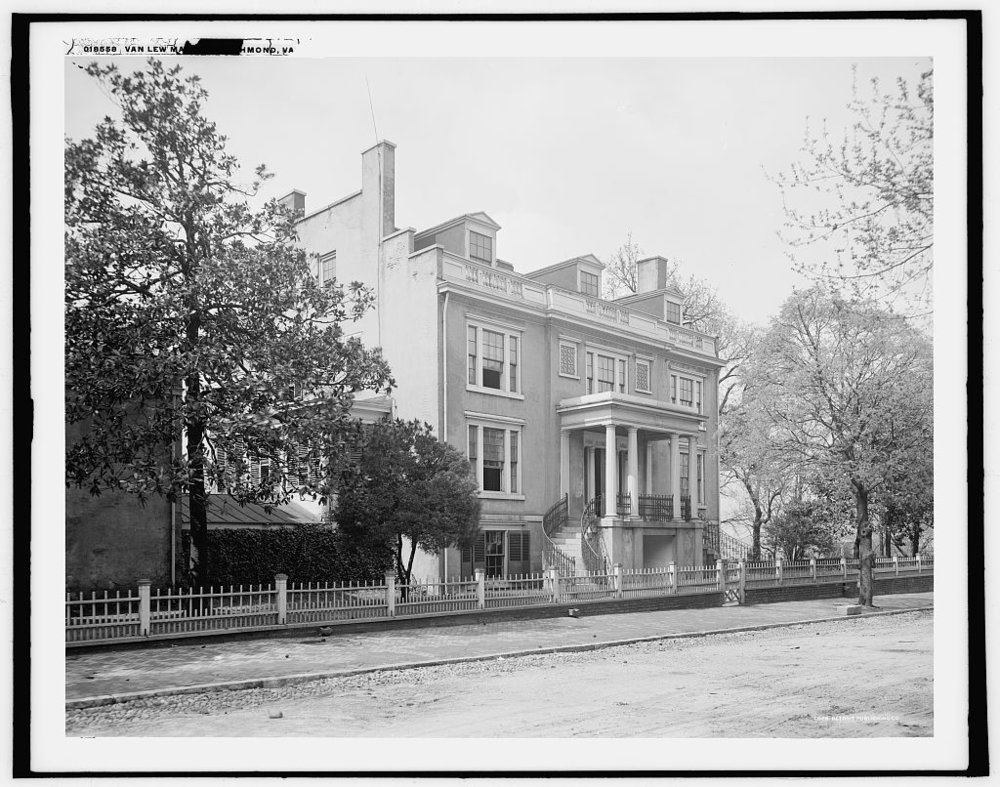 Elizabeth Van Lew's mansion in Richmond, Virginia, circa 1905. It was quite a lovely spot. You'd never have known she had stinky Yankee stowaways in her attic!   Courtesy of the Library of Congress