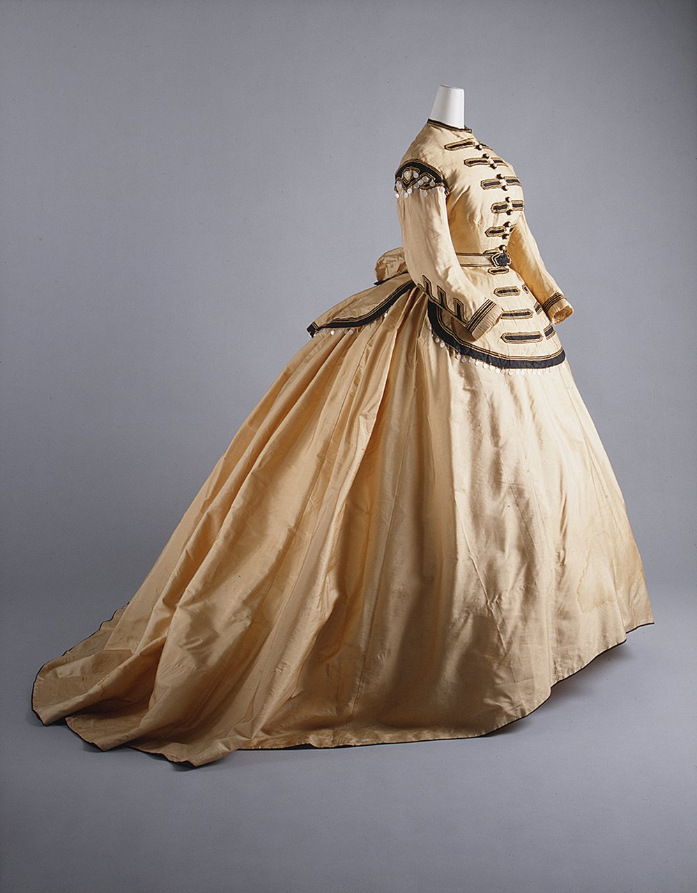 How many guns did one Kentucky girl smuggle under her skirts? 200 over the course of two weeks. A 19th-century woman's cumbersome clothing was often her best spying accessory. - Courtesy of the Metropolitan Museum of Art.