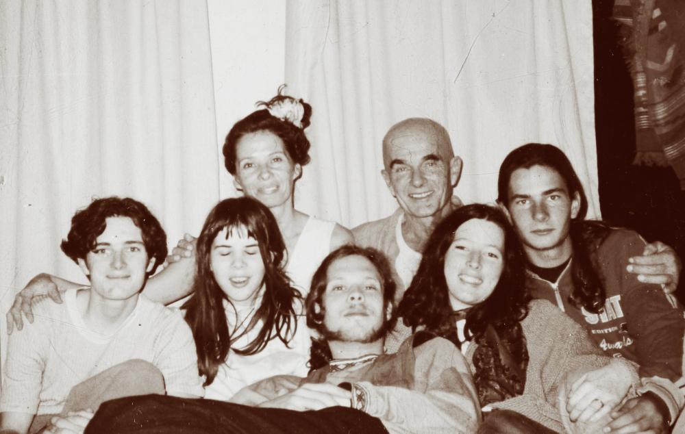 De izquierda a derecha: Nadia, Philippe, Santiago, Azahara, Jeronimo, Angele y Jehoshua
