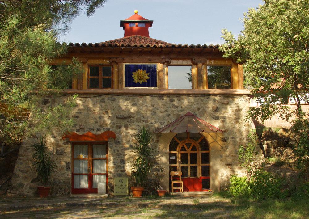 Edificio principal, recepción, cosina y comedor