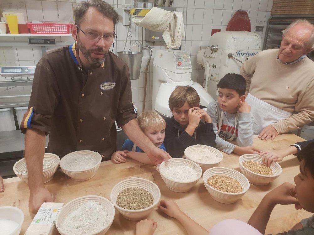 Besuch in der ortsansässigen Bio-Bäckerei.