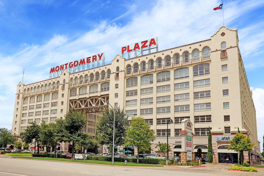 Montgomery Plaza - These luxury condominiums in the heart of the West 7th entertainment district in Fort Worth offer residents shopping and entertainment both inside the building and within steps of your front door.
