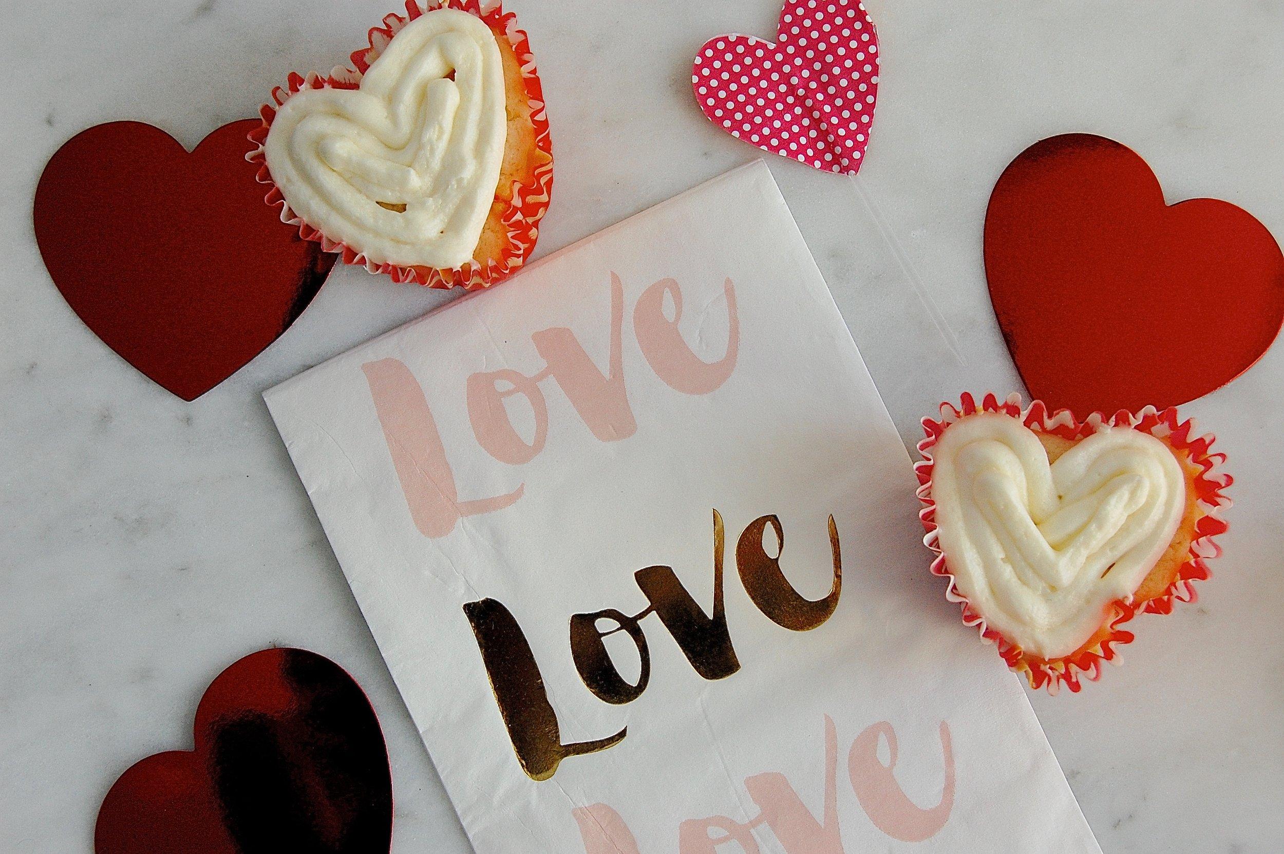 Love V-Day cupcakes