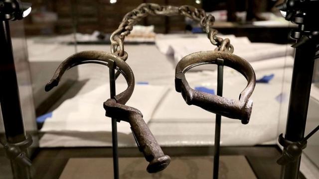 slave_shackles_smithsonian_06212018_1.jpg
