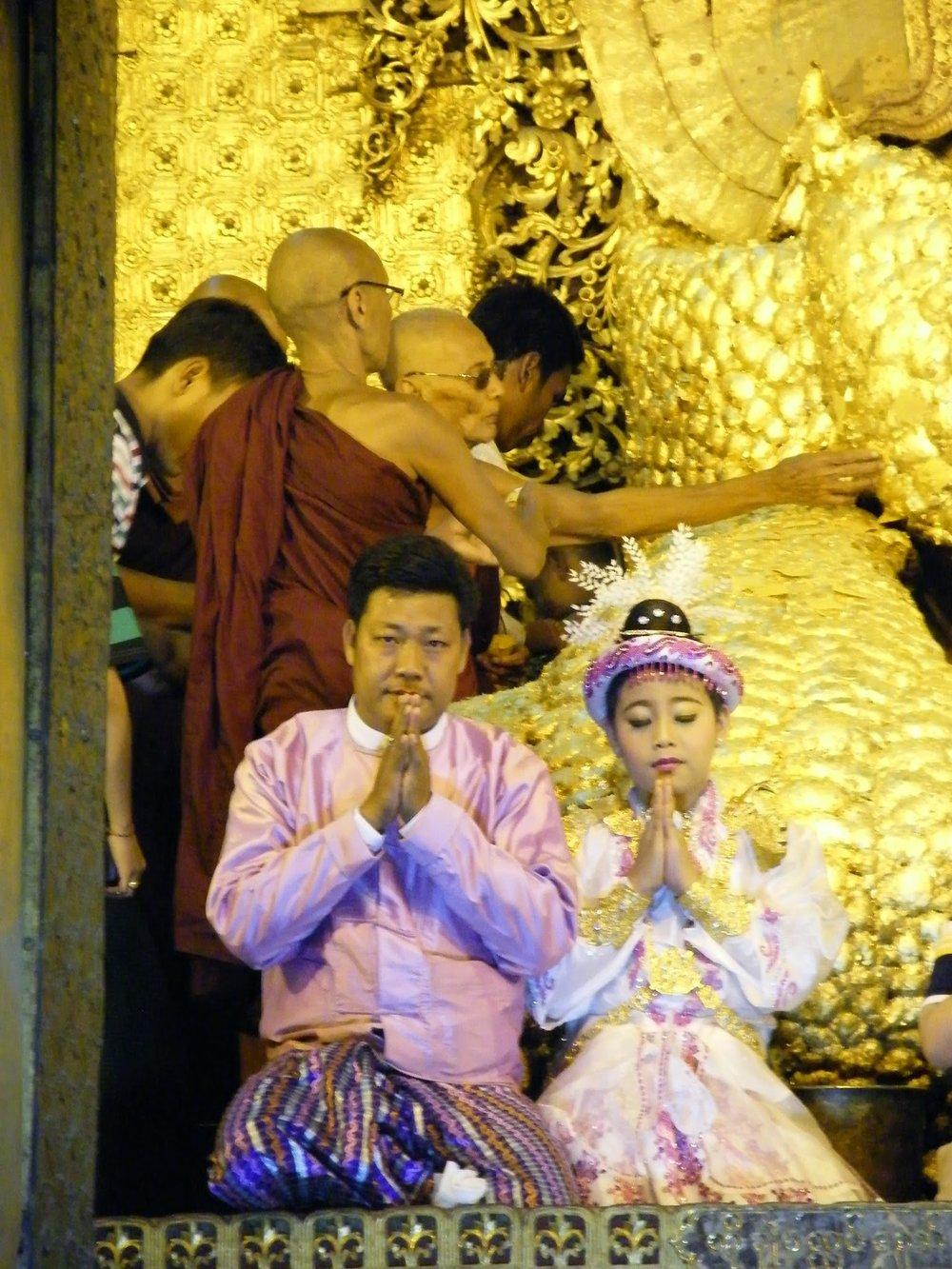 Cerimonia di noviziazione al tempio di Mahamuni, immagine di Paola Caronni