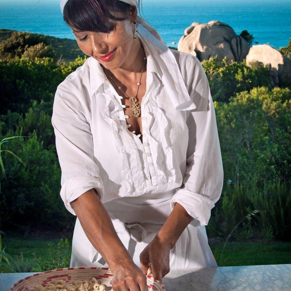 La chef Chicca Ortu a lavoro