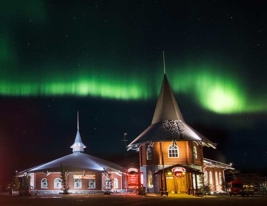 Aurora boreale sul villaggio di Babbo Natale