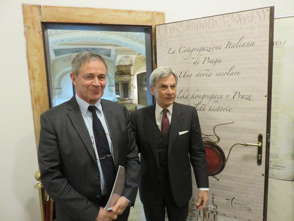 Il Direttore Sciola (a sinistra) e SE l'Ambasciatore Nisio (a destra)