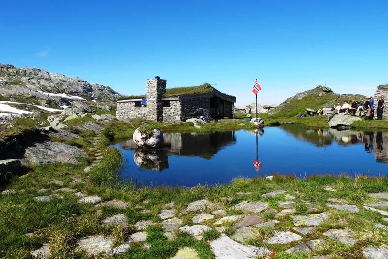 Breidablik er eit mykje vitja turmål og ligg på over 1200 moh mellom Fitjadalen og Hamlagrø.