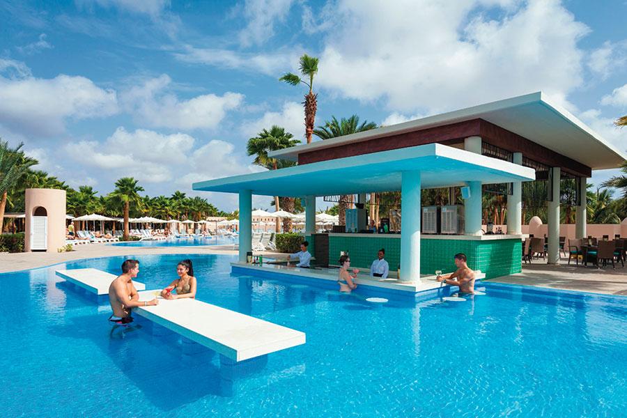 piscina-hotel-riu-palace-cabo-verde-3_tcm49-167318.jpg
