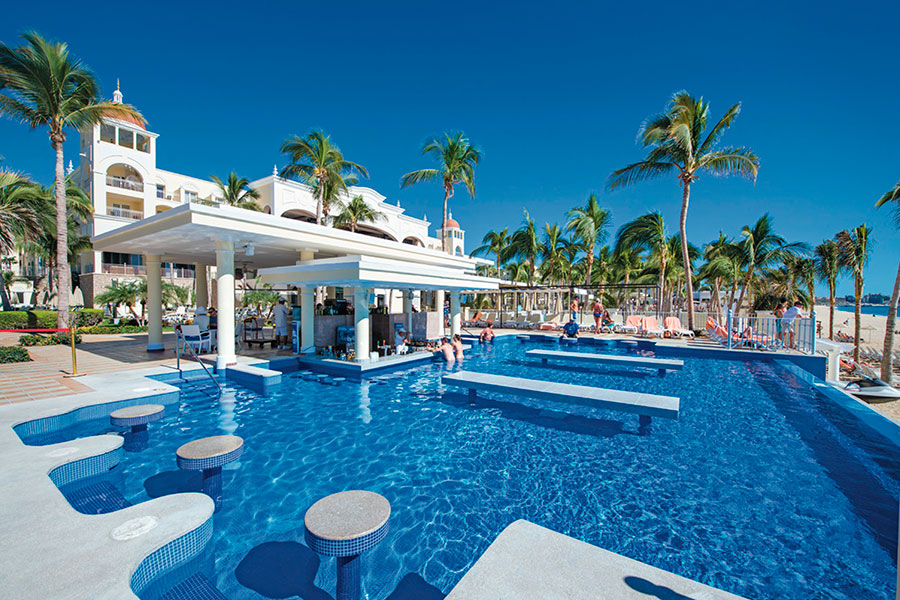 swim-up-bar-hotel-riu-palace-cabo-san-lucas_tcm55-169384.jpg