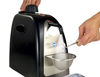 Jewelry steam cleaner in colors