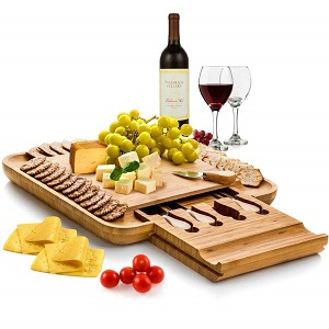 cheese board w/cutlery set
